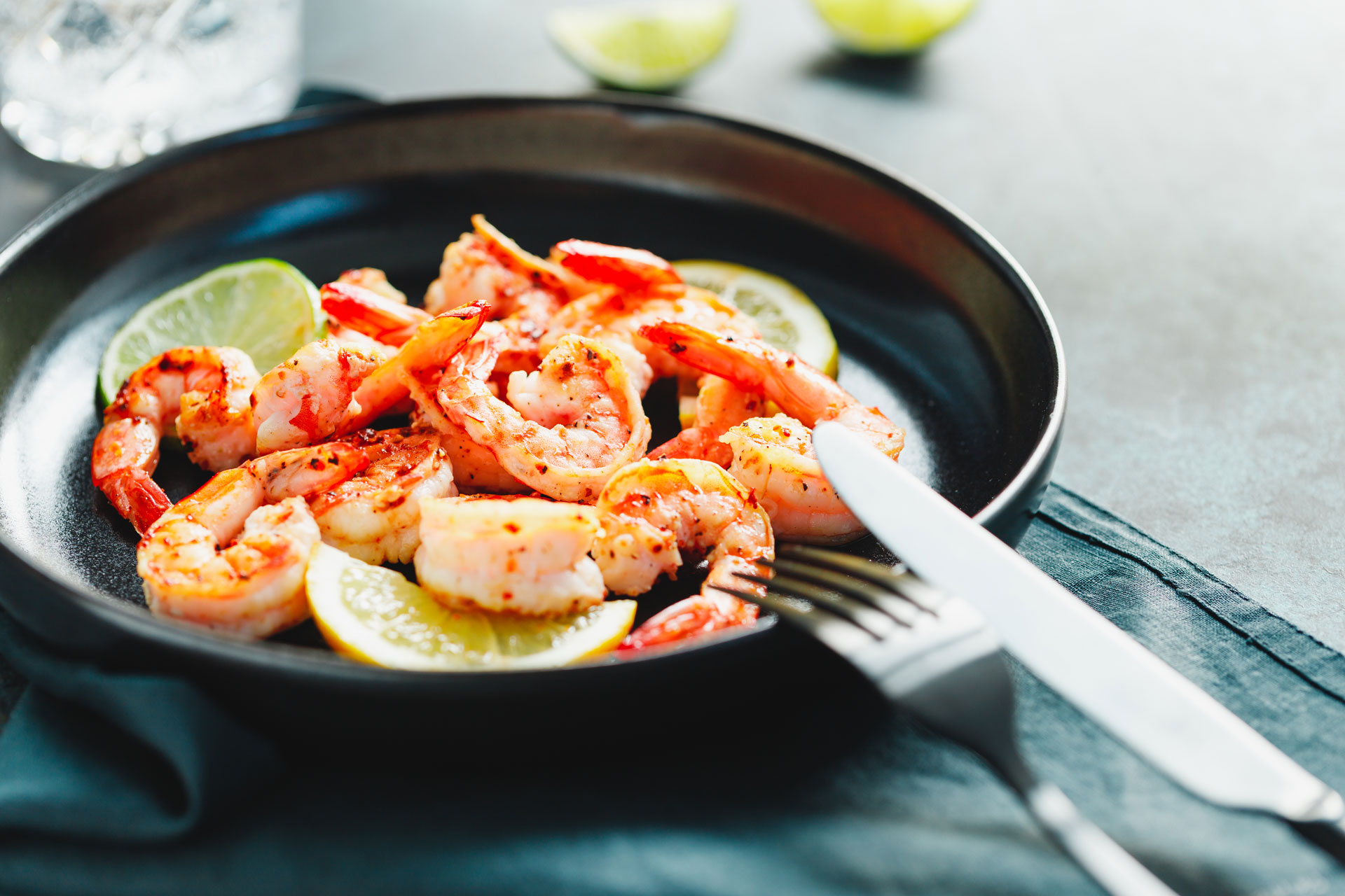 fried-tiger-shrimp-with-lime-lemon-and-spices-on-a-A5RCTAK.jpg